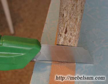 Кромка мебельная, подрезка свесов канцелярским ножом