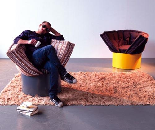 Huggy armchair - обнимающее кресло